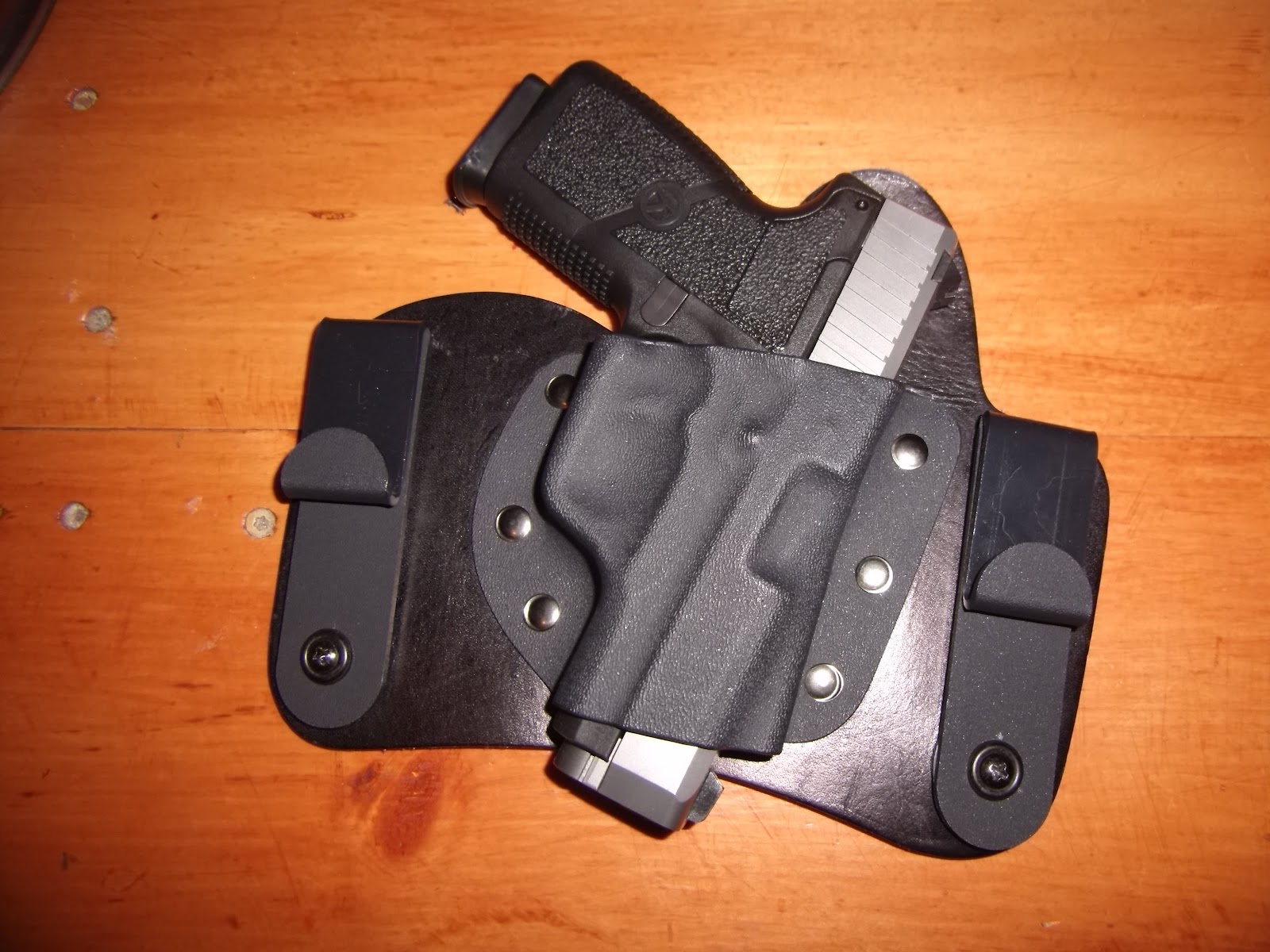 Crossbreed SuperTuck Deluxe Concealed Holster