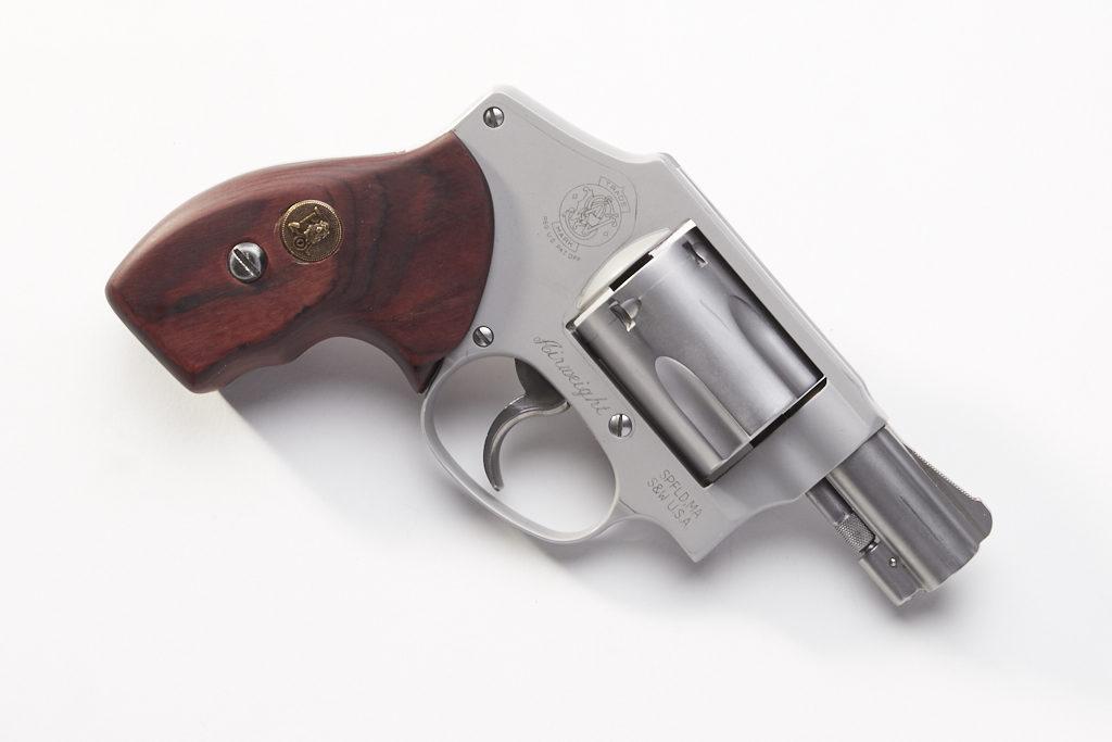 Concealed Carry Showdown: Glock 43 vs  S&W 642 - We Like